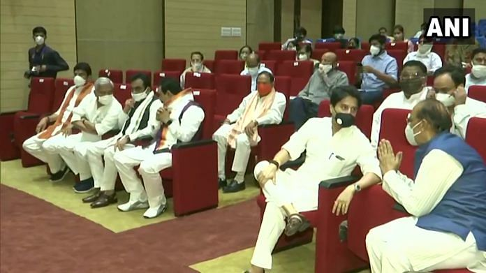 BJP leader Jyotiraditya Scindia and other leaders at Raj Bhawan in Bhopal for the oath taking ceremony of State Cabinet Ministers. | ANI | Twitter