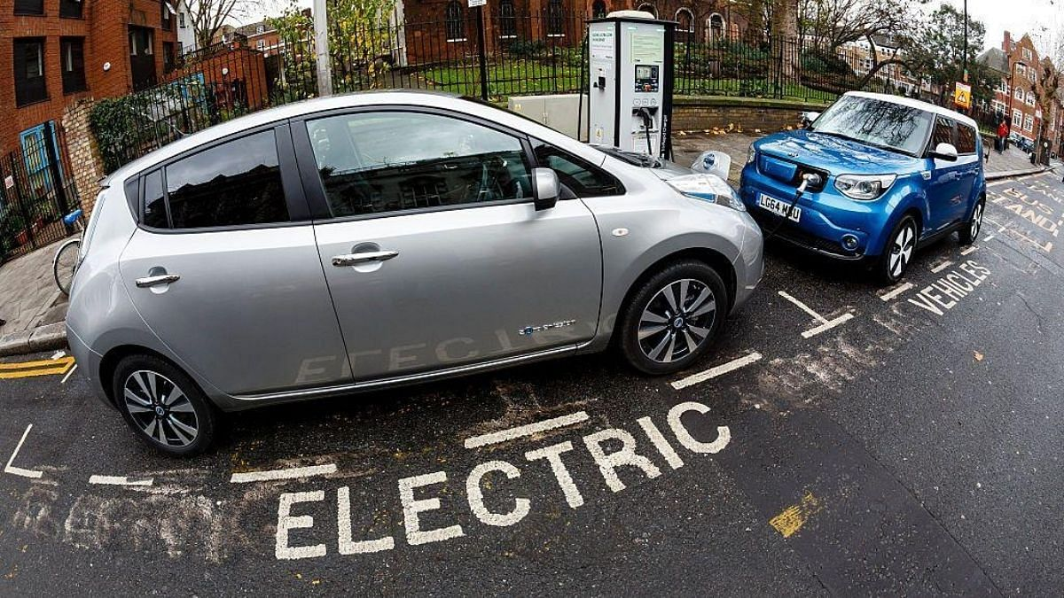 Resale value of existing electric vehicles sinks as battery technology improves