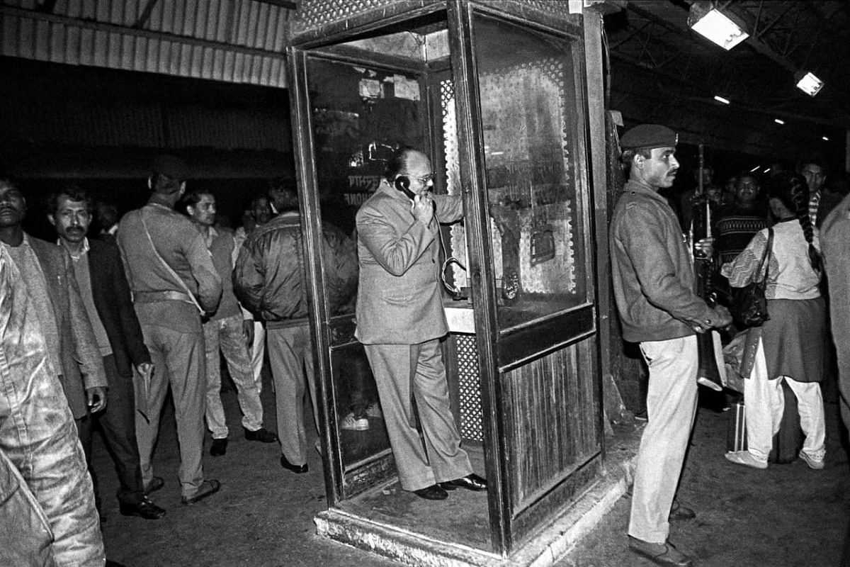 On 3 December, former HRD minister Arjun Singh calls then PM P. V. Narasimha Rao from a local phone booth at New Delhi railway station before leaving for Lucknow. He was going there to watch the situation in Ayodhya   Photo: Praveen Jain   ThePrint