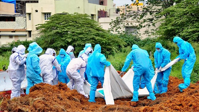 A Covid-19 patient's body is buried in Bengaluru | Representational image: ANI