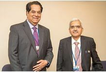 File photo of veteran banker K.V. Kamath (left) with RBI governor Shaktikanta Das | Twitter: Indian Embassy in the US