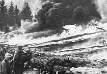 French soldiers making a gas and flame attack on German trenches in World War I | Goodfreephotos