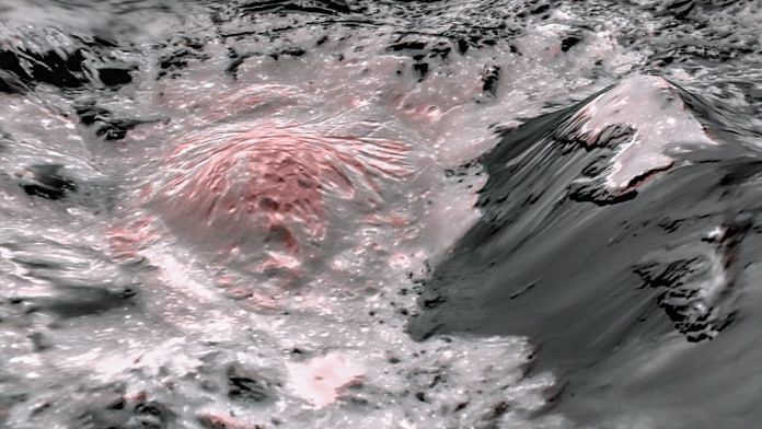 This mosaic image uses false colour to highlight the recently exposed brine that were pushed up from a deep reservoir under Ceres' crust. In this view of a region of Occator Crater, they appear reddish. | Photo: NASA/JPL-Caltech/UCLA/MPS/DLR/IDA