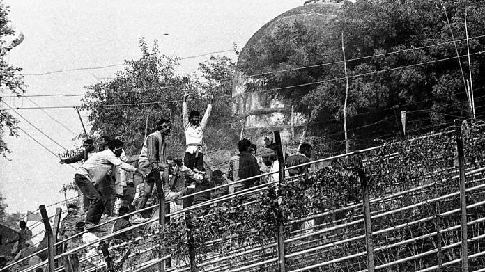 Karsevaks demolishing the Babri Masjid | Photo: Praveen Jain | ThePrint