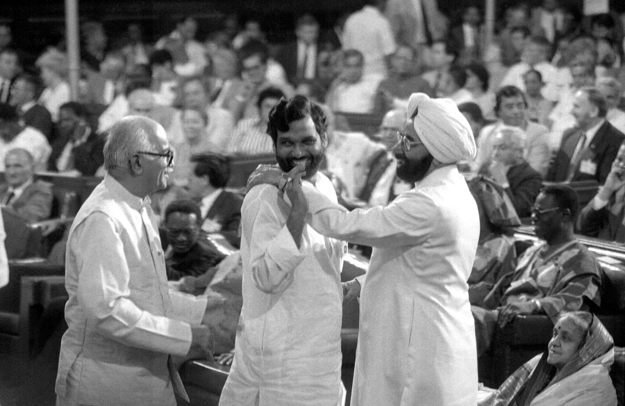 From left to right: veteran leader L.K. Advani, Ram Vilas Paswan and former President of India Giani Zail Singh in Parliament house | Photo: Praveen Jain