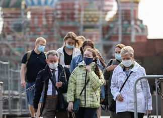 Tourists wear protective face masks on Red Square in Moscow, Russia | Bloomberg