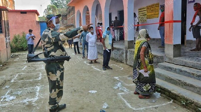 A BSF personnel at a polling booth in Folding Station Veterinary Ground | Praveen Jain | ThePrint