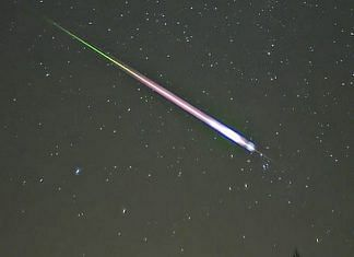 File photo of a meteor during the peak of a Leonid meteor shower   Commons