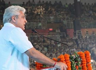 The photo of Kailash Gahlot that is being shared on social media | Twitter | @naveenjindalbjp