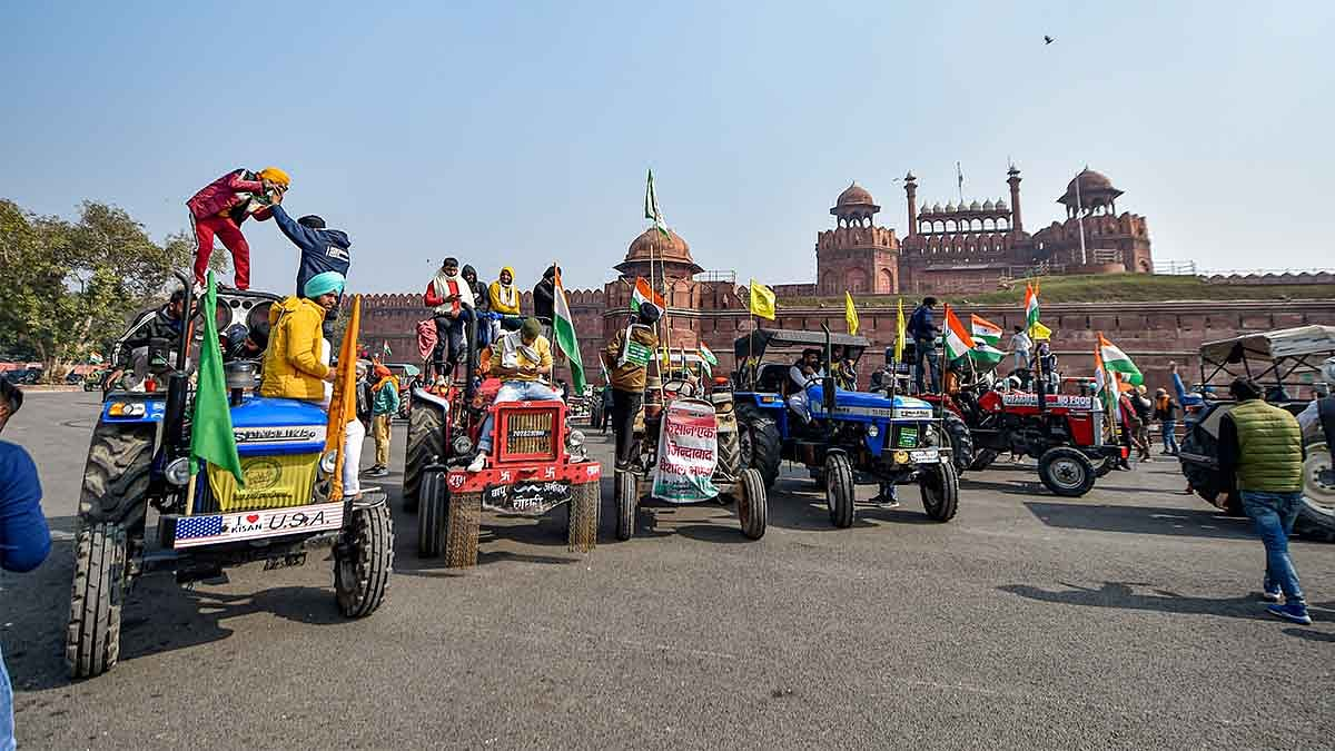 Farmers reach ITO, Red Fort with tractors 'to send a message', amid lathi-charge by police