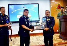 The IAF gifts a model of the Alouette III helicopter to Bangladesh | IAF | Twitter