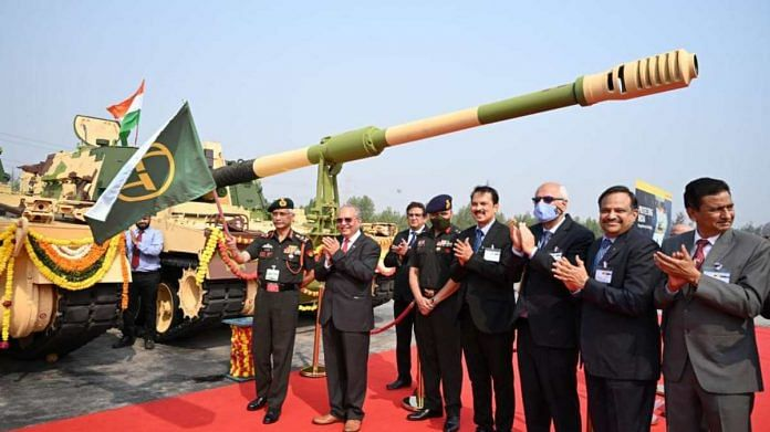 Army Chief General M.M. Naravane flags off the howitzer in Surat, Gujarat, on 18 February 2021 | Source: L&T