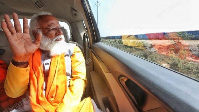 Lalji Devaria waving his hand on the way to Gandhidham | Photo: Praveen Jain | ThePrint