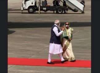 PM Narendra Modi welcomed by his Bangladeshi counterpart Sheikh Hasina at the Dhaka airport, on 26 March 2021 | Twitter/@@PMOIndia