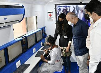 Delhi Deputy CM Manish Sisodia inaugurating 'Lab on Wheels' programme at the Delhi Technical University on 6 April, 2021 | Twitter