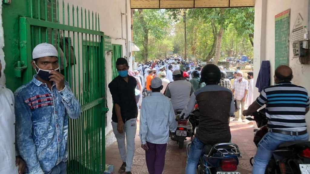 The crowd at a burial ground in Lucknow   Photo: Jyoti Yadav   ThePrint