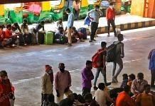 Hoarders of migrants waiting for their train outside the platform | Photo: Praveen Jain | ThePrint