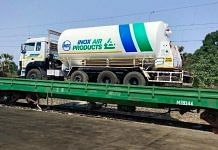 The Army transporting oxygen-laden trucks | Twitter/@adgpi