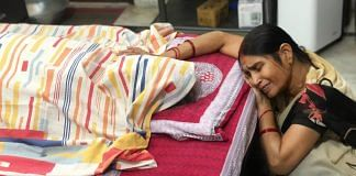 Aruna Srivastava weeps next to her husband Vinay Srivastava's body in Lucknow Saturday. Vinay died of Covid-like symptoms without test results or medical care | Photo: Jyoti Yadav | ThePrint