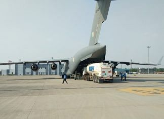 C-17 and IL-76 aircraft airlifted cryogenic oxygen containers from Air Force Station Hindan to Panagarh for recharging, in support of the fight against Covid-19. | Photo: Twitter/@IAF_MCC