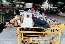 8 patients lied unattended outside the casualty of Guru Tegh Bahadur Hospital   Shubhangi Misra   ThePrint