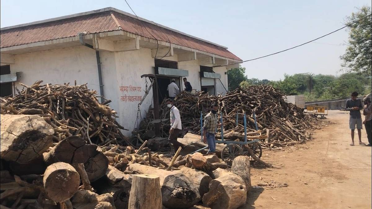 Wood being chooped for funeral pyres at Bhopal's Bhadbhada crematorium | Taran Deol | ThePrint