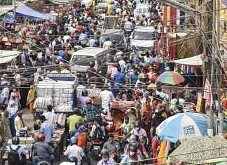 A crowded market in Patna after the Bihar government announced complete lockdown due to the Covid-19 pandemic, on 4 May 2021 | Photo: PTI