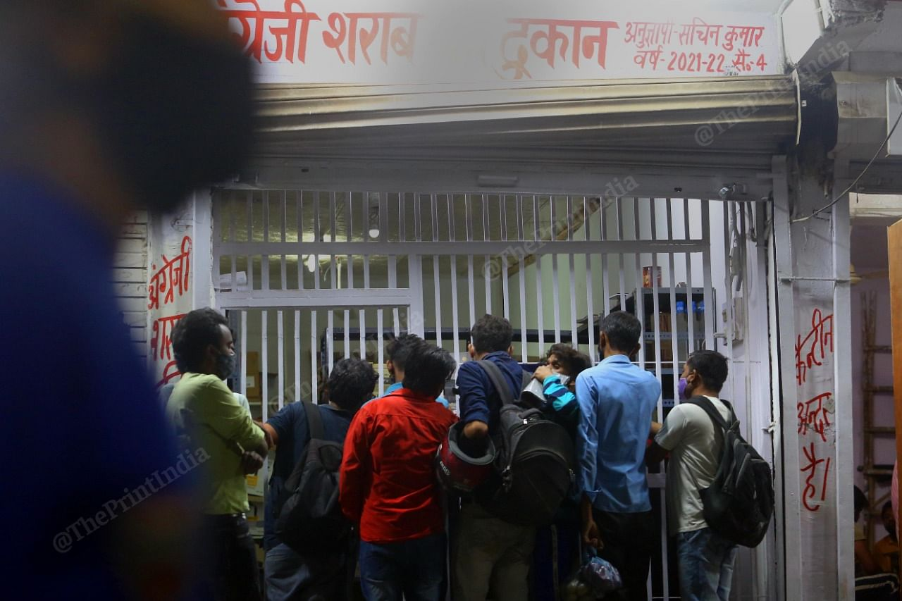 Crowd outside a liquor shop as Delhi government announces a lockdown   Praveen Jain   ThePrint