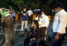 The rush outside the Indirapuram gurudwara for oxygen cylinders | Praveen Jain | ThePrint