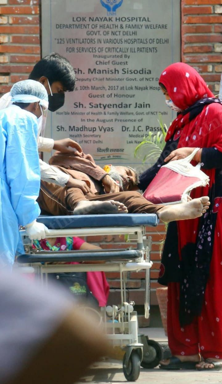 Here Attaullah is surrounded by the LNJP hospital staff, who finally take him inside on a stretcher   Praveen Jain   ThePrint