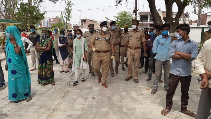(Representational image) UP police personnel on duty during panchayat elections in Lucknow last month | Twitter/@adgzonelucknow