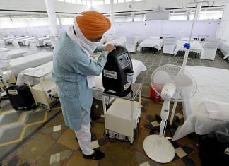A volunteer shows an oxygen concentrator machine at Guru Tegh Bahadur Covid Care Centre at the Gurdwara Rakab Ganj Sahib in New Delhi, on 10 May 2021 | PTI