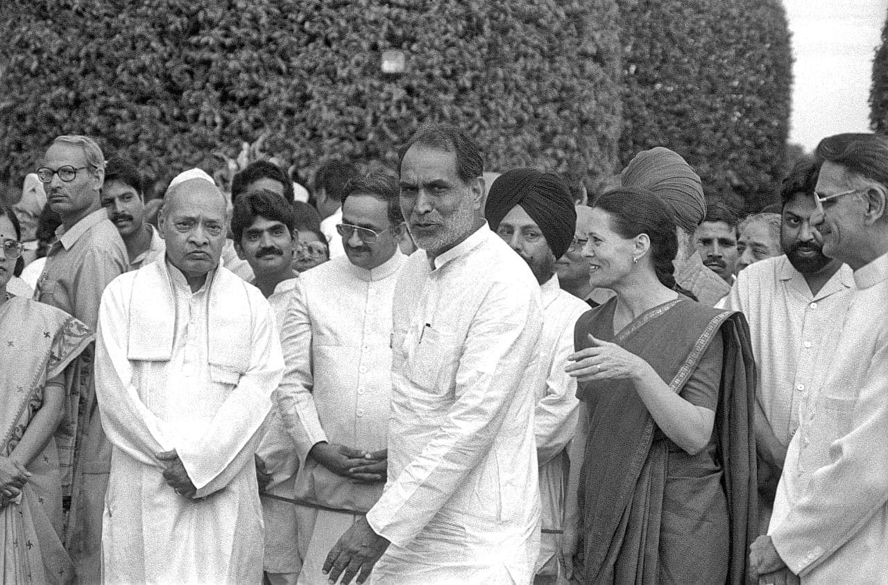 Former PM P. V. Narasimha Rao & Chandrashekhar & Sonia Gandhi during At Home Reception at Rashtrapati Bhavan   Photo: Praveen Jain