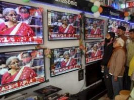 People watching TV in an electronics store | Representational Image | PTI Photo