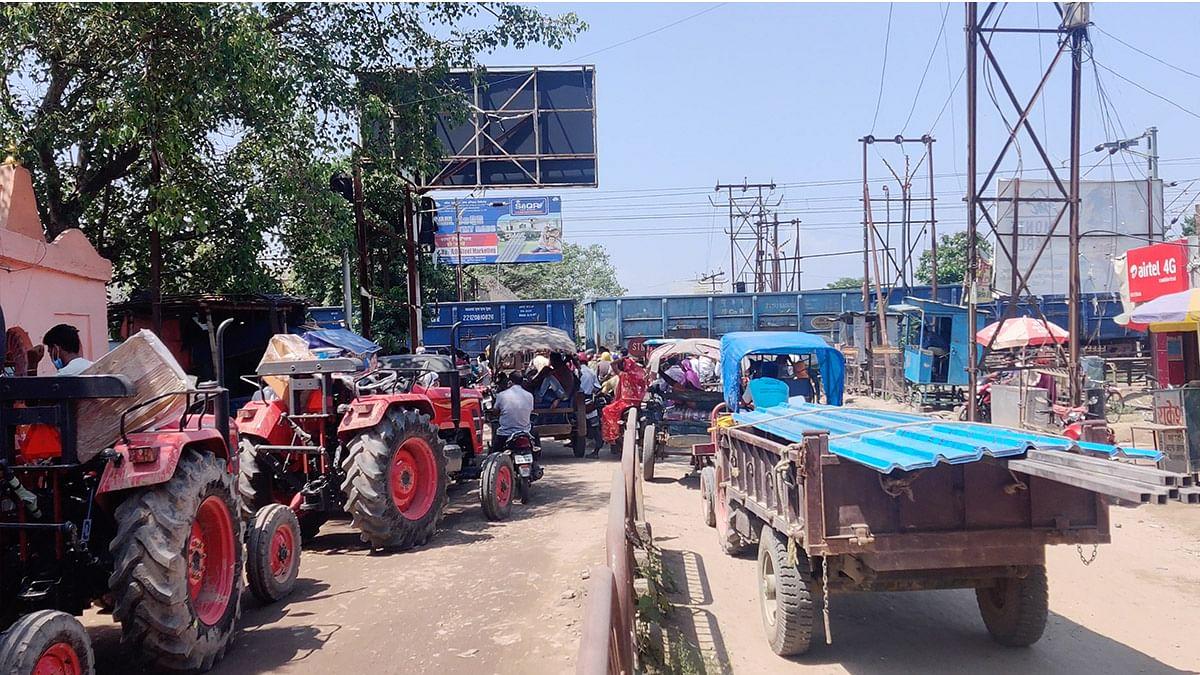 Traffic jam at the railway crossing | Sajid Ali | ThePrint