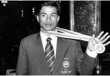 In this file photo circa 1998, boxer Dingko Singh shows his gold medal after winning at the Asian Games | PTI