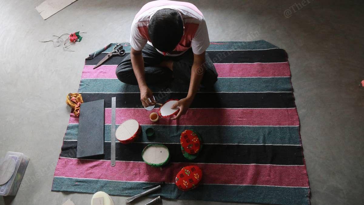 An artist at work | Manisha Mondal | ThePrint