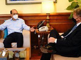 Foreign Secretary Harsh Vardhan Shringla with US Charge D'Affaires Daniel B Smith, on 9 June 2021 | Twitter/@MEAIndia