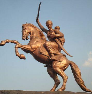 Rani Lakshmibai's statue in Solapur near the Kambar Talav   Wikimedia Commons