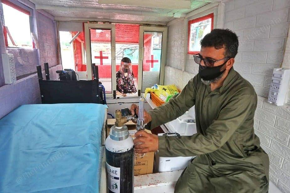 While Ahmed arranges the oxygen cylinder, Jannat wait outside   Photo: Praveen Jain   ThePrint