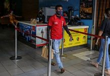 A Zomato delivery rider carries an order from a restaurant in Mumbai | Bloomberg Photo