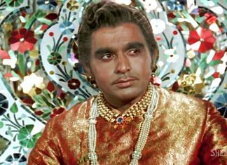 Dilip Kumar in a still from 'Mughal-e-Azam' | K Asif |Sterling Investment Corporation