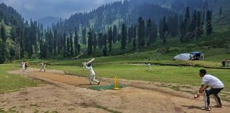 The match between Youngster XI Chimmar and Super King Ahmedabad at Pachanpathri village in South Kashmir's Kulgam district   Photo: Praveen Jain