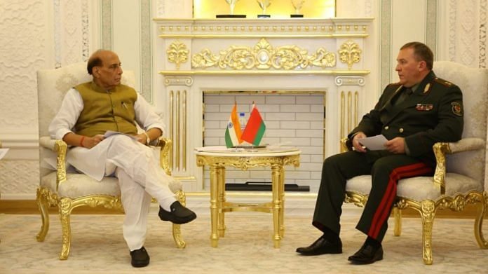 Defence Minister Rajnath Singh with his Belarusian counterpart Lt Gen Viktor Khrenin in Dushanbe, Tajikistan, on 28 July 2021   Twitter/@DefenceMinIndia