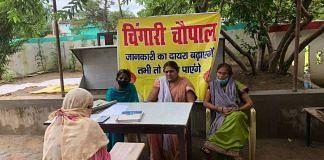 Naseem Bano discusses her case with Meenakshi Gupta, Pushplata and Mubina of Chingari Adalat | Jyoti Yadav | ThePrint