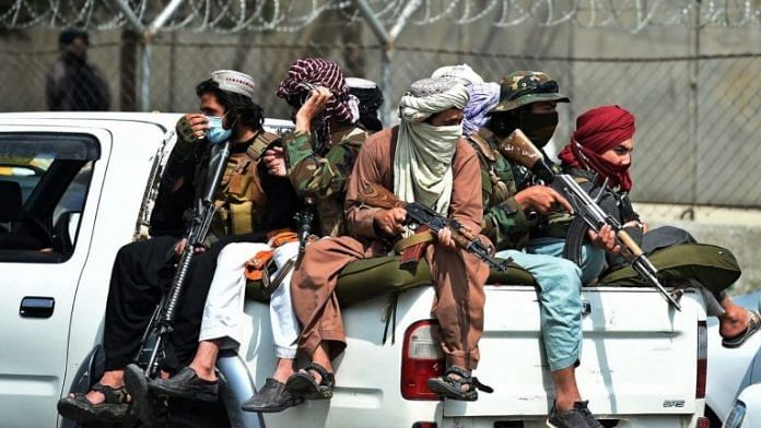 Taliban fighters keep vigil outside the airport in Kabul on 31 August 2021 | Bloomberg