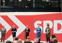 Social Democratic Party leaders including Olaf Scholz, the chancellor candidate for party, at the SDP headquarters in Berlin, Germany, on 27 September 2021 | Photo: Liesa Johannssen-Koppitz | Bloomberg