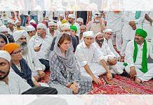 Congress leader Priyanka Gandhi Vadra and prominent farmer leaders attending the last prayers of deceased farmers in Lakhimpur Kheri on 12 October 2021| PTI