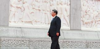 Xi Jinping walks around the Monument to the People's Heroes in Tian'anmen Square in Beijing | Photo: Zhai Jianlan | Xinhua/Getty Images via Bloomberg