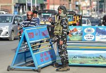 A security personnel stands guard at a checkpoint in Srinagar, on 11 October 2021 | Representational image | PTI Photo